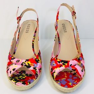 """GUESS FLOWER PRINT WEDGES SIZE 8 1/2"""" M"""